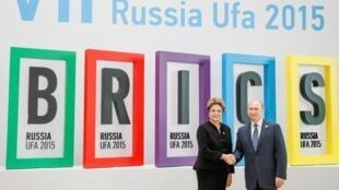 Tổng thống Nga Vladimir Putin đón tiếp lãnh đạo các nước trong khối BRICS tại thượng đỉnh Ufa, Nga, ngày 09/07/2015