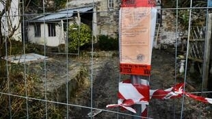 Bones and a piece of pipe have been found in a cellar, next to the shed of the former house of the Seznec family.