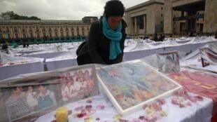 Homenaje a las víctimas de este conflicto, ayer 18 de octubre de 2012 en Bogotá en la Plaza de Bolívar.