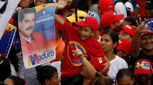 El heredero de Hugo Chávez (1999-2013), a pesar de la erosión sufrida, insiste en una meta planteada en vida por el fallecido líder: obtener 10 millones de votos.