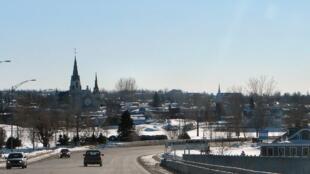Une vue du pont du Long-Sault à Hawkesbury, au Canada.