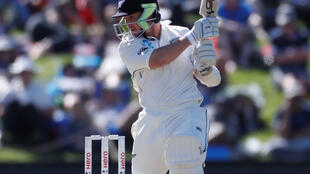 New Zealand's BJ Watling finished the second day of the second Test against England unbeaten on 77.