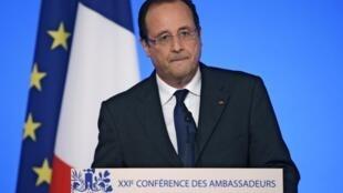 O presidente François Hollande durante discurso proferido na Conferência Anual dos Embaixadores, no Palácio do Eliseu, em Paris, nesta terça-feira, 27 de agosto de 2013.