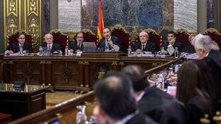 Les magistrats du Tribunal suprême en charge du procès des indépendantistes catalans, ce mardi 12 février 2019 à Madrid.