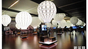"""Sala da exposição """"Louis Vuitton-Voyages"""" no Museu Nacional da China."""