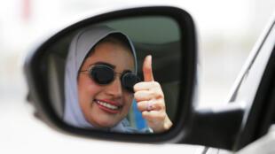 Saudita comemora triunfante direito de dirigir de mulheres, a partir deste domingo (24) na Arábia Saudita.