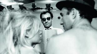 """Jean-Luc Godard (centro), Brigitte Bardot e Michel Piccoli durante as filmagens de """"O Desprezo"""", em 1963."""