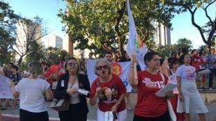 Partidários de Haddad decidiram protestar na praça Portugal, onde geralmente se reúnem os eleitores de Bolsonaro