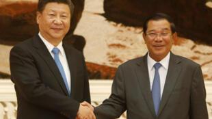 Chủ tịch Trung Quốc Tập Cận Bình và thủ tướng Hun Sen tại Phnom Penh, năm 2016.