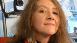 Verónica Vallecillo en los estudios de RFI