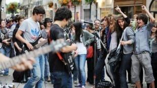 Musicians perform during the fête de la musique in Nantes in 2011