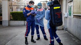 2020-04-05T182115Z_21686999_RC2IYF94VIL5_RTRMADP_3_HEALTH-CORONAVIRUS-FRANCE-CIVIL-PROTECTION