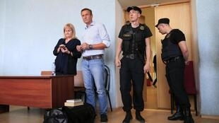 Alexei Navalny (in jeans) with his lawyer in a Moscow court, 1 July 2019.