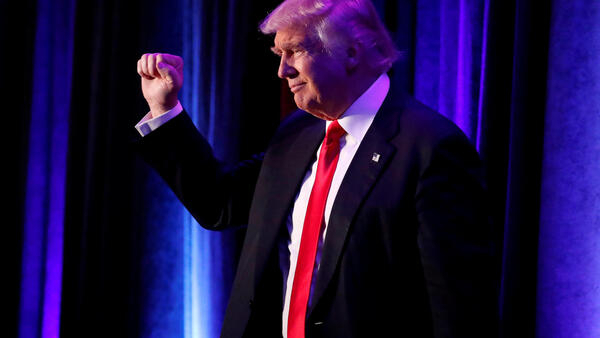 特朗普11月9日在紐約向支持者致意
