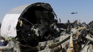 在埃及西奈半島墜毀的俄羅斯客機殘骸。