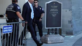 Đại sứ Mỹ bên cạnh Liên Hiệp Châu Âu, Gordon Sondland, ra khỏi trụ sở Quốc Hội Mỹ, Washington, ngày 28/10/2019