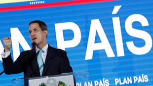 """Juan Guaidó durante apresentação do """"Plano País"""" em Caracas"""