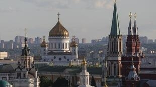 Москвичи и жители области смогут временно не платить взносы за капремонт