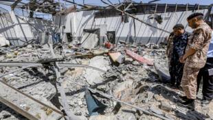 Le centre de rétention de migrants de Tajoura détruit par un raid aérien, le 2 juillet 2019.