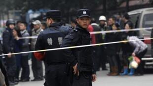 Công an Trung Quốc tại hiện trường một vụ án mạng.