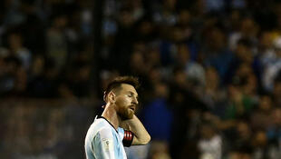 Dáng vẻ sầu thảm của Messi, đội tuyển bóng đá Achentina, sau khi bị Peru cầm chân 0-0 trên sân Buenos Aires (Achentina) ngày 05/10/2017.