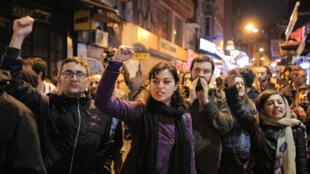 Istanbul, le 16 avril 2017, après les résultats au référendum. Dans le camp du non, on fait grise mine et on s'inquiète pour la suite.