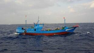 一艘在东海作业的中国渔船