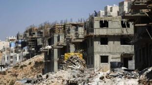 Foto de arquivo mostra assentamentos judaicos sendo construídos na Cisjordânia