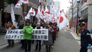 Dân Osaka biểu tình đòi chính phủ Nhật phải dứt khoát trene vấn đề Senkaku / Điếu Ngư  (Christophe Paget / RFI)
