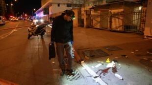 Les lieux de l'attaque à la voiture-bélier qui a blessé 14 personnes dont 12 soldats israéliens dans le centre de Jérusalem, dans la nuit de mercredi à jeudi.