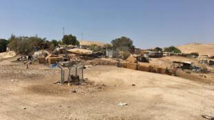 Le village bédouin de Kahn el-Ahmar, en Cisjordanie où les habitants se sont installés en 1953, quatorze ans avant le début de l'occupation israélienne.