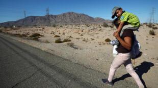 Stephen, dos años, en el camino de Mexicali a Tijuana, este 20 de noviembre de 2018.