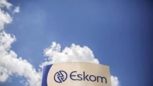 La grave crise qui touche le fournisseur national d'électricité Eskom prend un tour très politique en Afrique du Sud.
