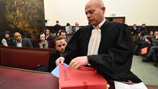O advogado belga de Salah Abdeslam, Sven Mary, na abertura do julgamento no Tribunal de Bruxelas, na segunda-feira 5 de fevereiro de 2018.