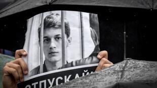 Плакат с требованием освободить Егора Жукова, Москва, 10 августа 2019