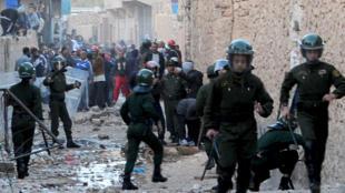 Algerian police in Guerrara