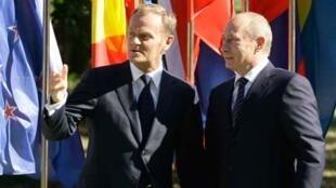 Thủ tướng Ba Lan Donald Tusk và đồng nhiệm Vladimir Poutine (Reuters)
