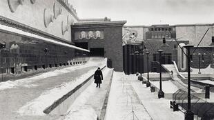 """""""Дау"""" уводит посетителей в СССР периода с 1930 по 1960 г."""