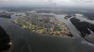 Vue du Delta du Niger. Au Nigeria, de nombreux Itsekiris ont le sentiment d'être dans une impasse, à cause de l'industrie pétrolière.