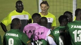 Zambia's head coach Hervé Renard (C) of France leads a training session in Gabon's capital Libreville