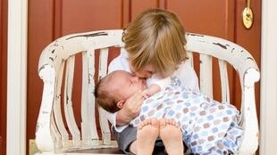 """Para lutar contra as """"desigualdades sociais"""", o Estado quer intervir nos primeiros 1000 dias da criança."""