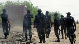 Tropas de batalhão de intervenção rápida dos Camarões na região de  Waza em Maio de 2014.