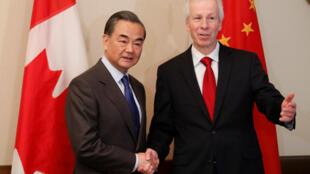 2016年6月1日,中國外長王毅在渥太華與加拿大外長迪翁會談。