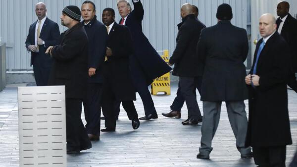 特朗普1月6日開完會後走出紐約世貿中心一號大樓