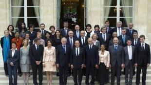 Primeiro Conselho de Ministros do governo socialista no Eliseu, 17 mai 2012.