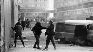 À Londonderry, en Irlande du Nord, le 30 janvier 1972, l'armée britannique a tué 13 manifestants pacifistes.