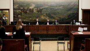 Le juge Pierre Hendrickx (C) présidant le tribunal où a eu lieu le procès des suspects liés à la tentative d'attaque à Verviers l'an dernier, le 5 juillet 2016.