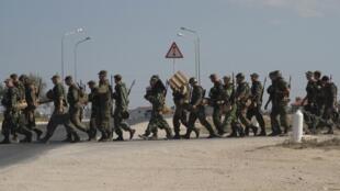 O exército ucraniano afirmou que a Rússia mobilizou cerca de 4 mil soldados na fronteira com a Crimeia.