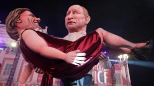 «Путин» с «Депардье» на руках – гигантские куклы на карнавале во французской Ницце 19 февраля 2019 года