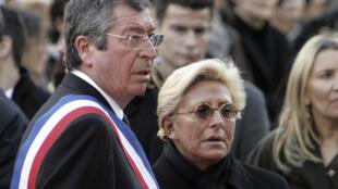Le maire de Levallois-Perret, Patrick Balkany (à gauche) et son épouse Isabelle, le 2 mars 2009 à la mairie de Levallois-Perret, près de Paris.